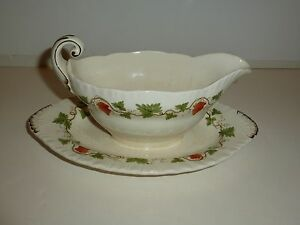 Wedgwood-Shell-Edge-Shape-Gravy-Boat-with-Attached-Underplate-Grapes-Leaves