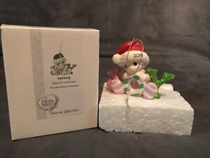 PRECIOUS-MOMENTS-Baby-Girl-039-s-First-Christmas-Ornament-191005-NIB