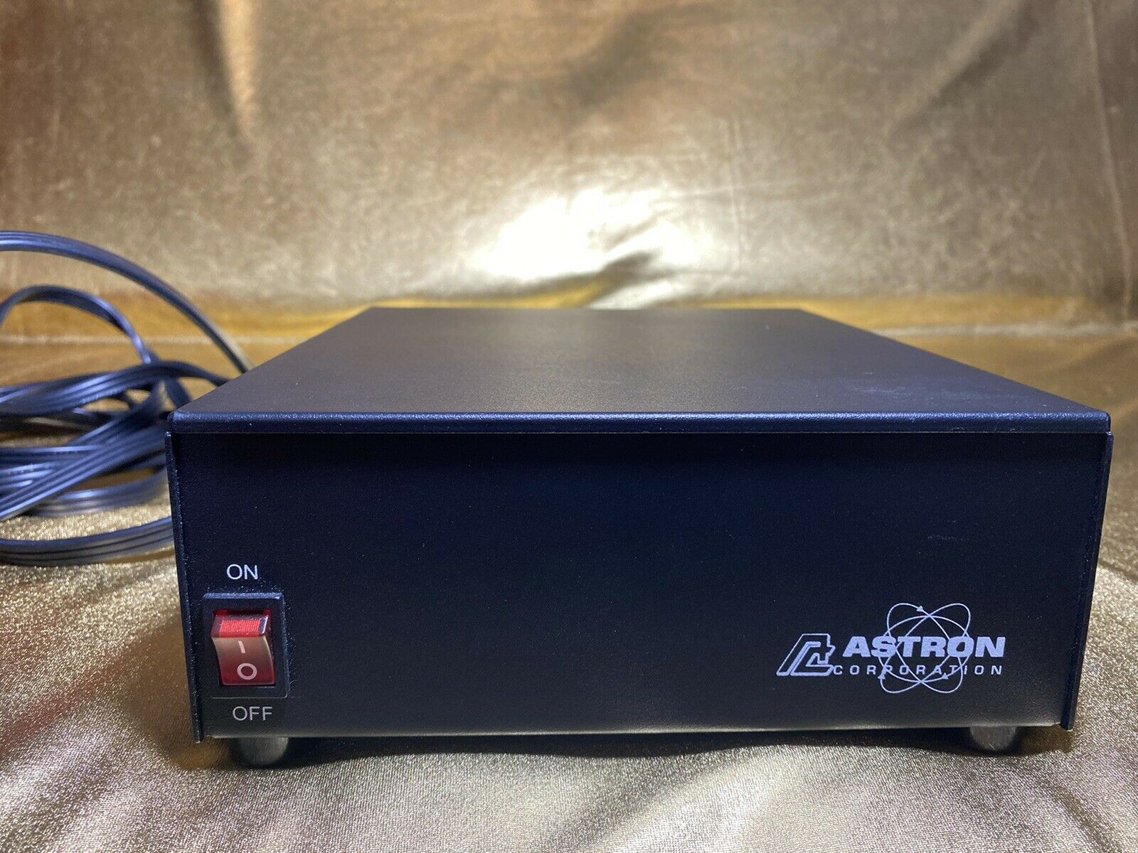 SS-25 thrift_kingdom Astron SS-25 Desktop Switching Power Supply, 13.8V, 25A Max