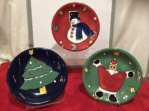Gibson-Festive-Christmas-Santa-Snowman-Tree-Dessert-Plates-Red-Green-Blue-8-25-034