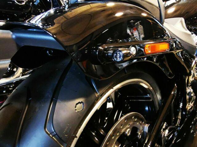 Caches orifices clignotants arrière Harley-Davidson Softail et Sportster
