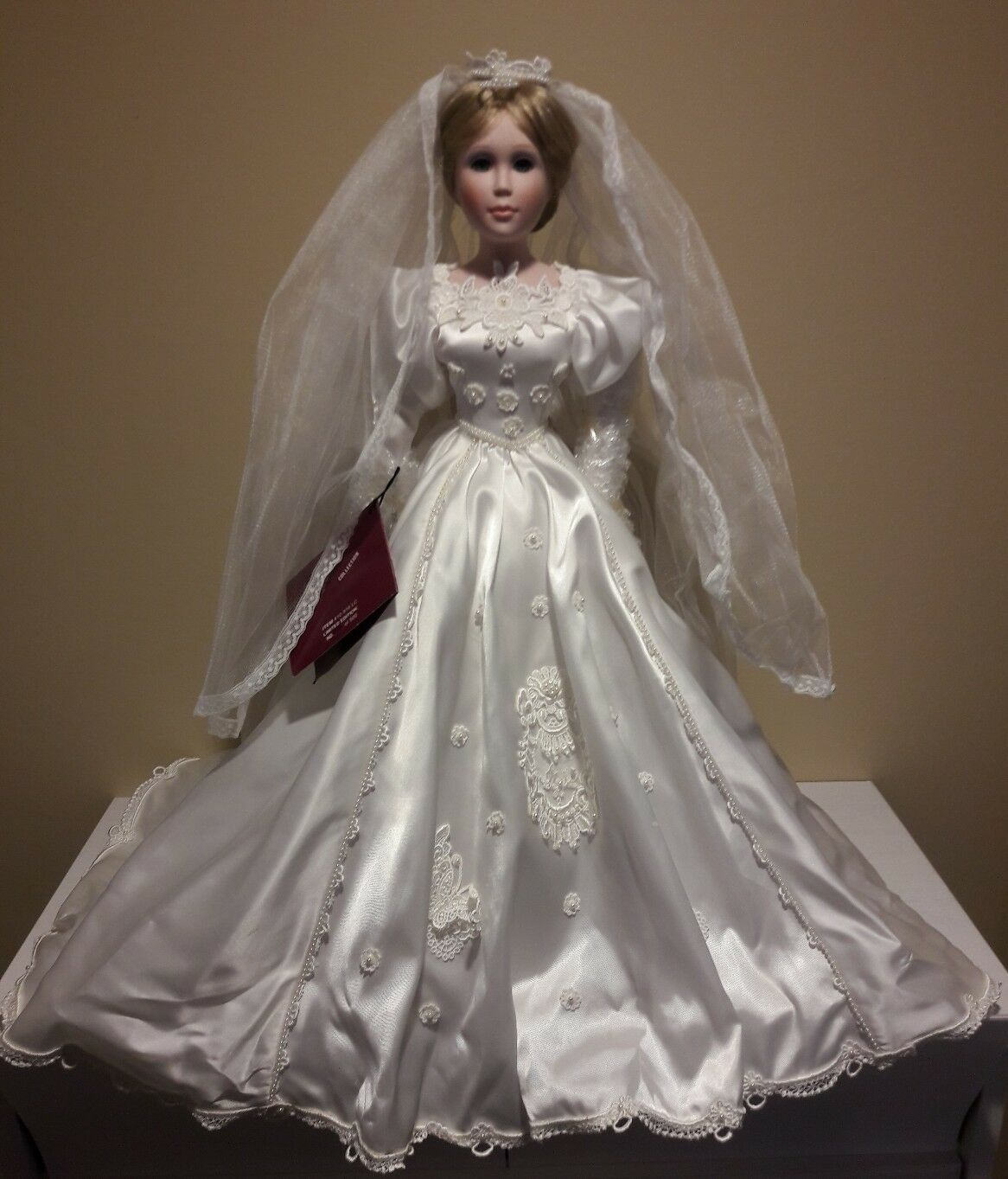 Avia limited collection porcelain bambola in  wedding dress CYNTHIA limited edizione  vendita outlet online