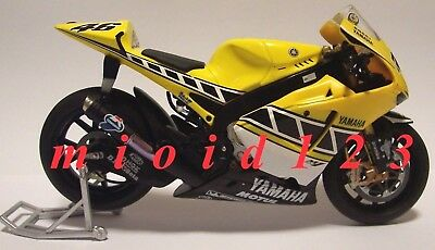 1/12 - Yamaha Yzr-m1 - Rossi - Laguna Seca 2005 - Die-cast [ Altaya - Ixo ]