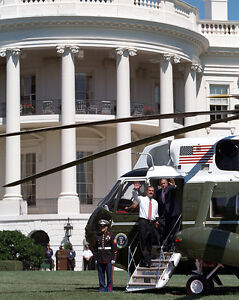 President-George-W-Bush-boards-Marine-One-helicopter-at-White-House-Photo-Print