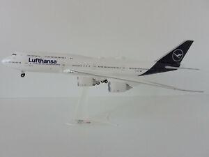 BOEING-747-8-LUFTHANSA-new-colours-1-200-Herpa-559188-747-D-ABYF-Sachsen-Anhalt