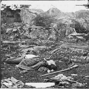 Confederate-Rebel-Dead-Soldier-Devil-039-s-Den-Gettysburg-8x10-Civil-War-Photo-1863