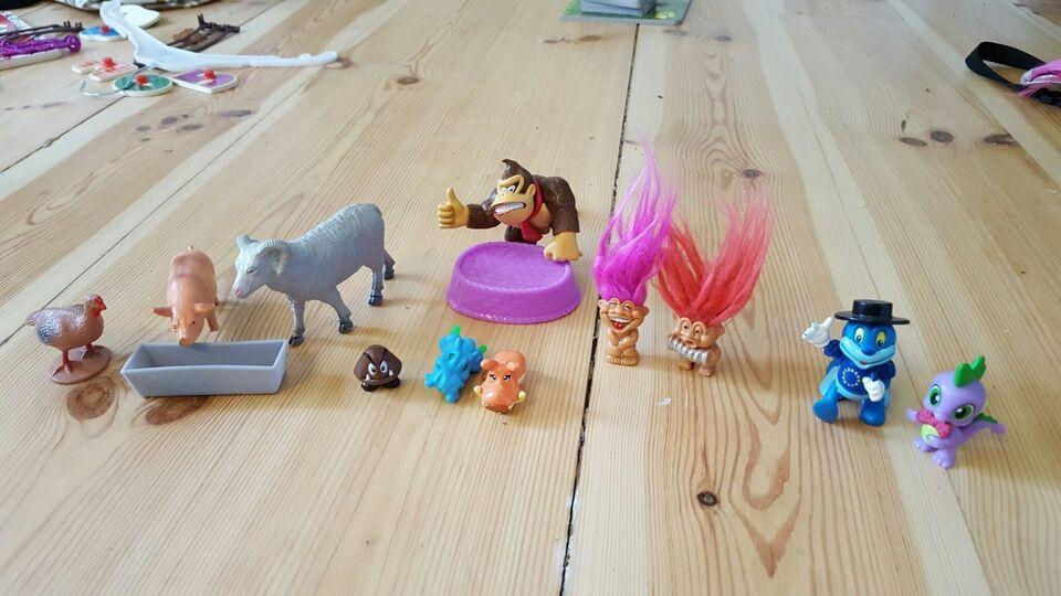 Dyr, blandede plastikdyr og figurer.