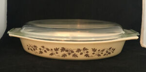 Vintage Pyrex 1-1/2 Quart Divided Gold Acorn Oval Baking Dish With Lid