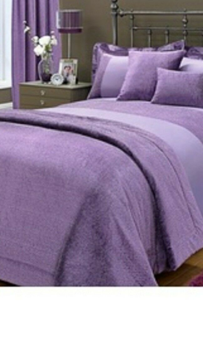 Brand new  Sparkle 8 Piece Bed In A Bag Set king Size.