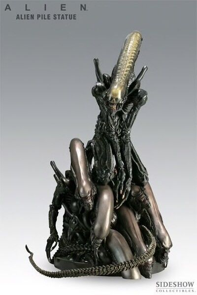 Sideshow Alien Pile Statue  9105 new sealed