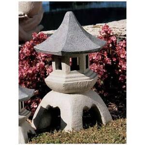 Pagoda-Lantern-Oriental-Garden-Centerpiece-Design-Toscano-17-034-Sculpture