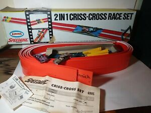 AURORA SPEEDLINE 2 IN 1 CRISS-CROSS RACE SET WITH BOX and 2 cars  69O5