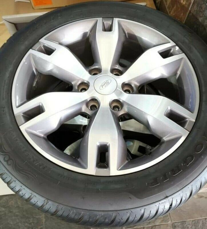 """20"""" Ford Everest and Wildtrack mags with good used tyres 95%265/50/20 Khumo set for R12999"""
