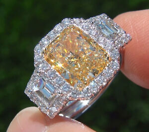 2-76-Ct-Cushion-Cut-Fancy-yellow-Trapezoid-Diamond-Engagement-Ring-SI1-GIA-18K