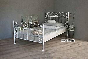 metallbett in weiss ecru oder schwarz 120x200 aus On metallbett 120x200 weiß