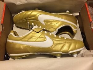 36bb6bd9f96 Nike Air Legend Ronaldinho  Tiempo Gold R10 soccer cleats boots ...