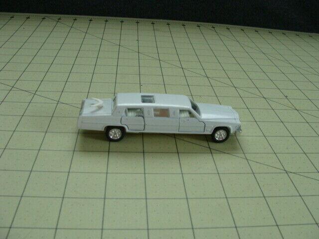 SELF PROPELLING WHITE LIMOUSINE TOY CAR
