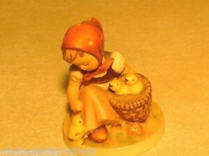 Vintage-Hummel-Stylized-Bee-Mark-57-0-034-Chick-Girl-034-Figurine