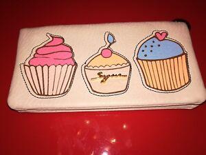 newest 46100 0a9e3 Dettagli su SEGUE... Portafoglio donna Morbido Pelle Beige con Disegni  Cupcake