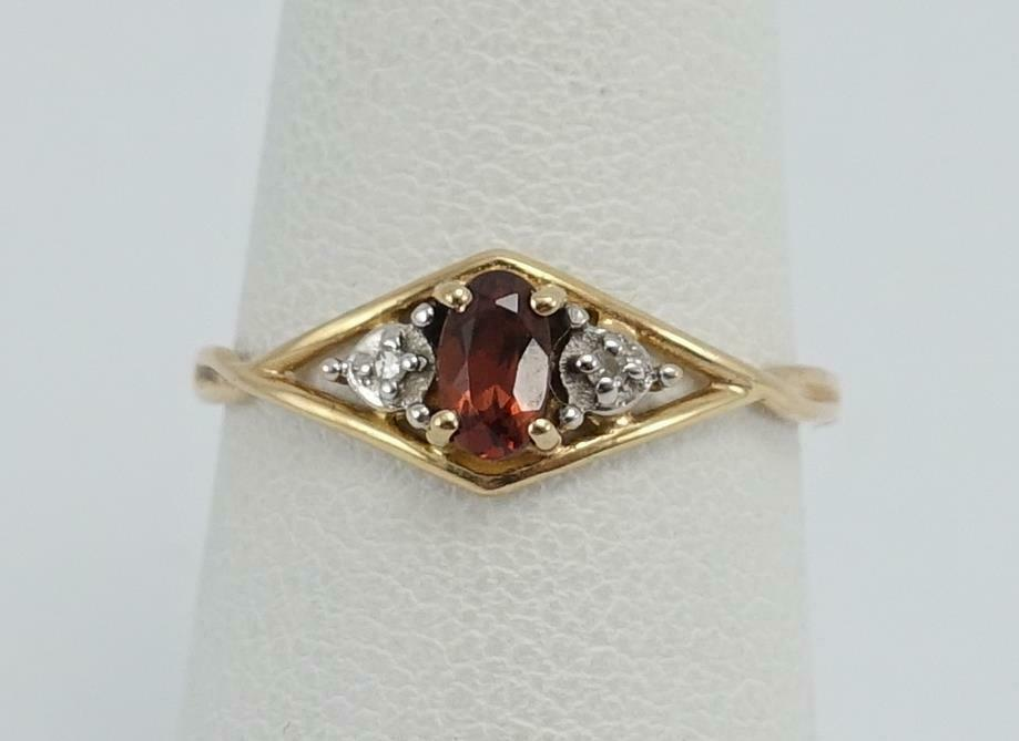 10K yellow gold ladies sz 6 1 4 ring w  garnet +diamond .9g