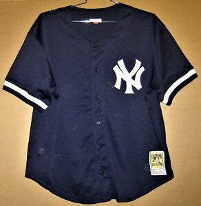 NEW YORK YANKEES DARRYL STRAWBERRY MITCHELL   NESS 1998 NAVY JERSEY ... a6a055bf28a
