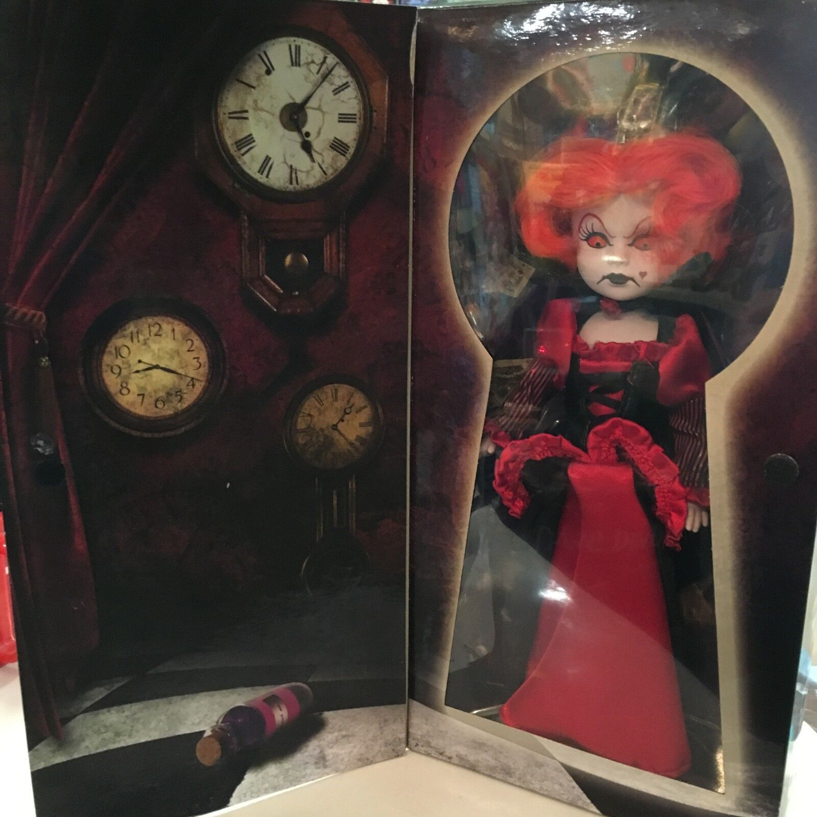 Figurine living dead dolls,  IN WONDER LAND   THE QUEEN OF HEARTS