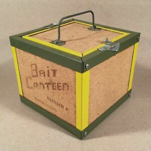 Vintage-BAIT-CANTEEN-OBERLIN-OH-Tin-Fiberboard-Fishing-Worm-Box-7x7x6-Patented
