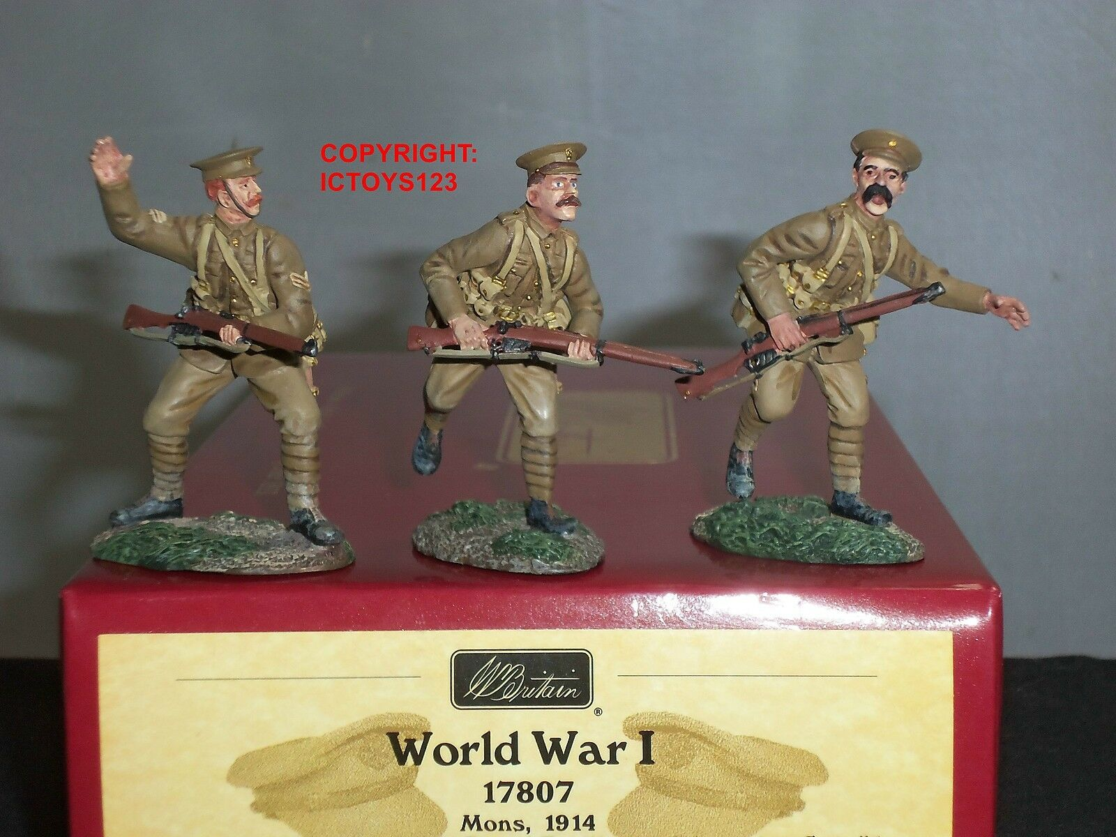 BRITAINS 17807 WORLD WAR ONE BRITISH 1ST ROYAL FUSILIERS ADVANCING FIGURE SET