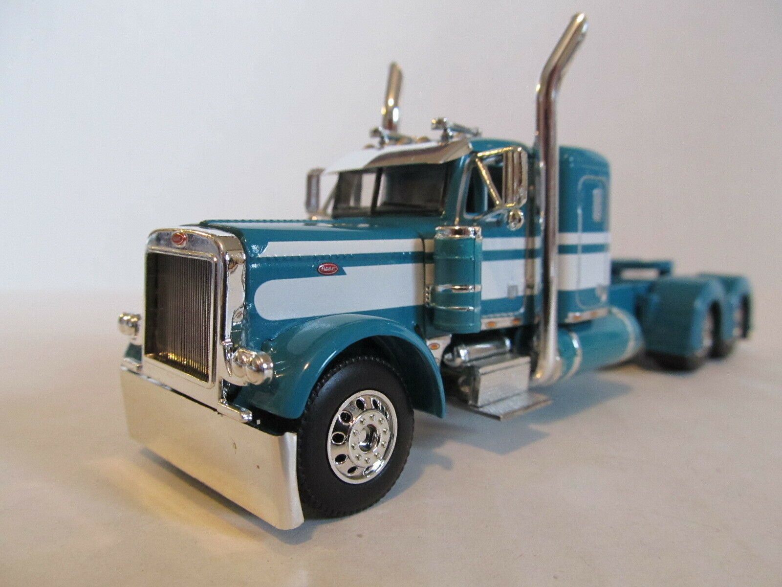 DCP 1 64 SCALE 379 PETERBILT SMALL BUNK TURQUOISE WITH Weiß  SEMINOLE STRIPE