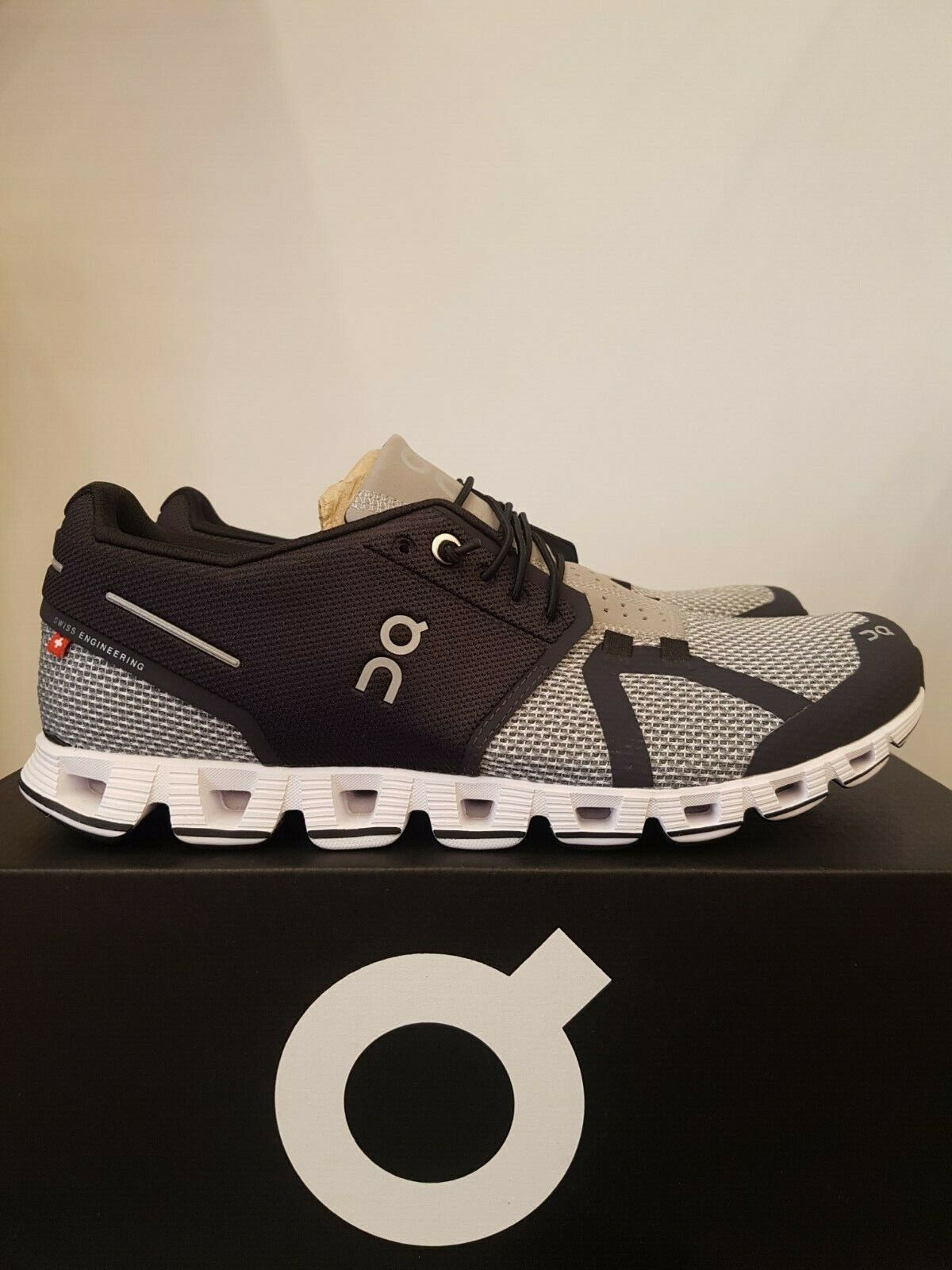 NEW IN THE BOX ON RUNNING CLOUD BLACK   SLATE SHOES FOR MEN