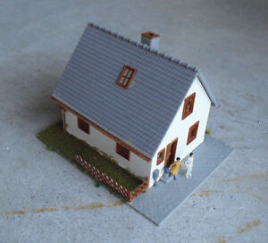 Vintage-HO-Scale-Pola-White-Gray-Downtown-House-Building-LOOK