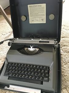 1980's sears electric 12 typewriter