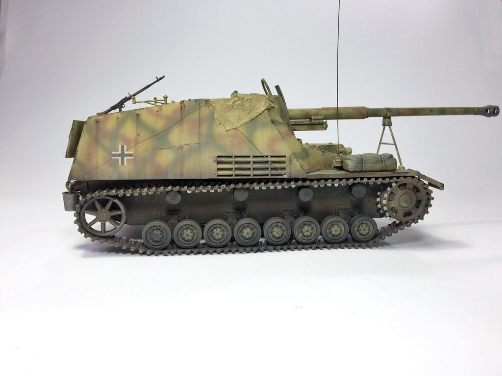 Sd.Kfz. 164 Nashorn Scale 1 35 - built and painted
