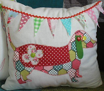 Instructions & pattern to sew a Dachshund Applique dog cushion Free Post new