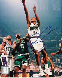 Ray-Allen-autographed-signed-auto-Milwaukee-Bucks-8x10-photo-with-ScoreBoard-COA