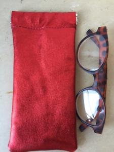 Etui-a-lunettes-034-DISCO-034-en-cuir-rouge-paillete