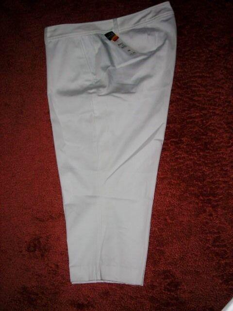 CHAPS Women White Slimming Fit Capri Pants20W Plus Size 65NWT