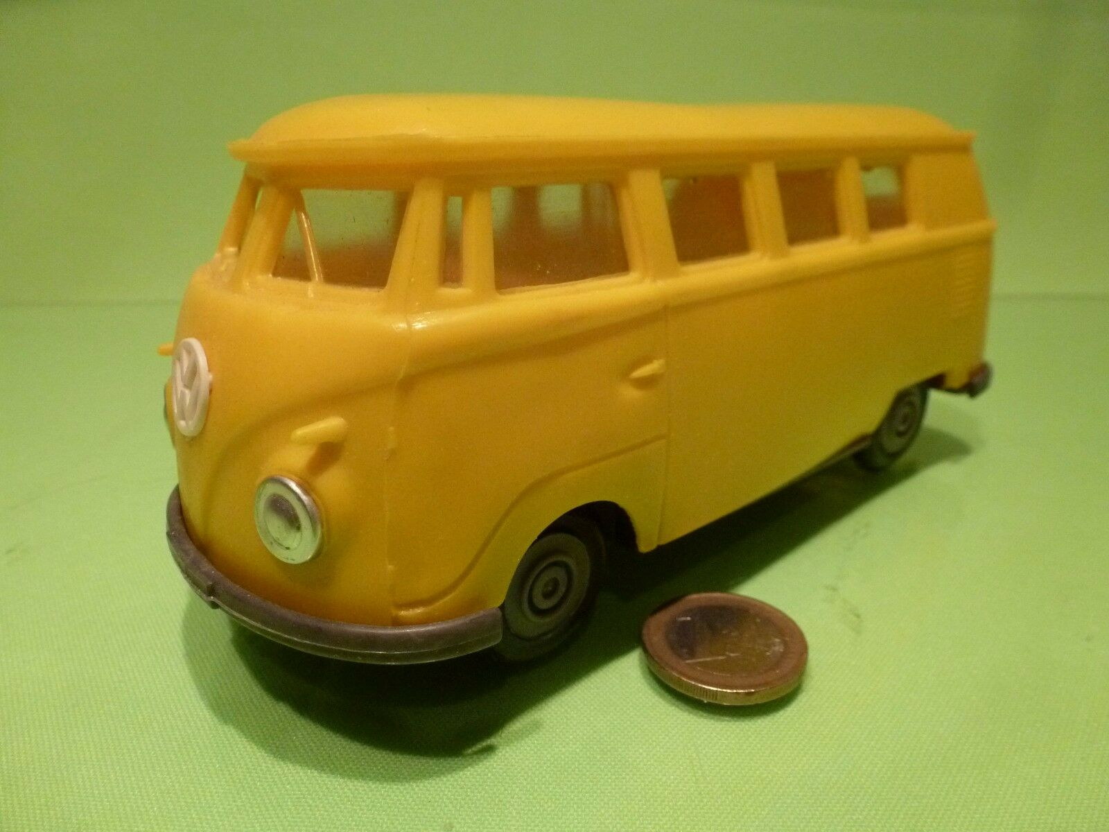 PLASTIC OLD VINTAGE VW VOLKSWAGEN T1 - Gelb L17.0cm - GOOD - FRICTION