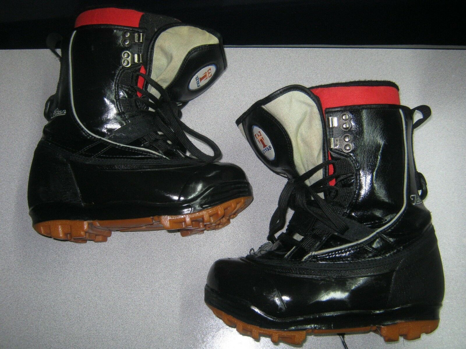 TITAN MEN'S SNOWBOARD BOOTS SIZE 6 VERY NICE-FREE SHIPPING
