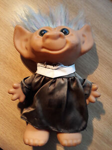 Vintage-Vicar-TROLL-FIGURE-Doll-20cm-Collectible-Dress-Smock-VGC