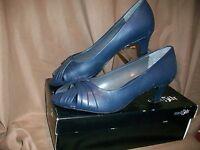 East 5th Ella Shoes Heels Womens Size 8.5 M Navy Blue