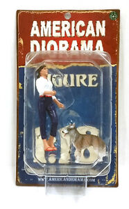 American Diorama: Set of 2: Woman and Her Dog 1/18 Scale