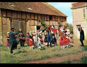 DORNES-58-DANSEURS-amp-MUSICIENS-avec-VIELLE-034-LA-GIGUE-DORNOISE-034-devant-GRANGE