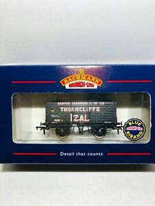 Bachmann-37-126-034-Izal-034-Thorncliffe-8-plank-end-door-wagon