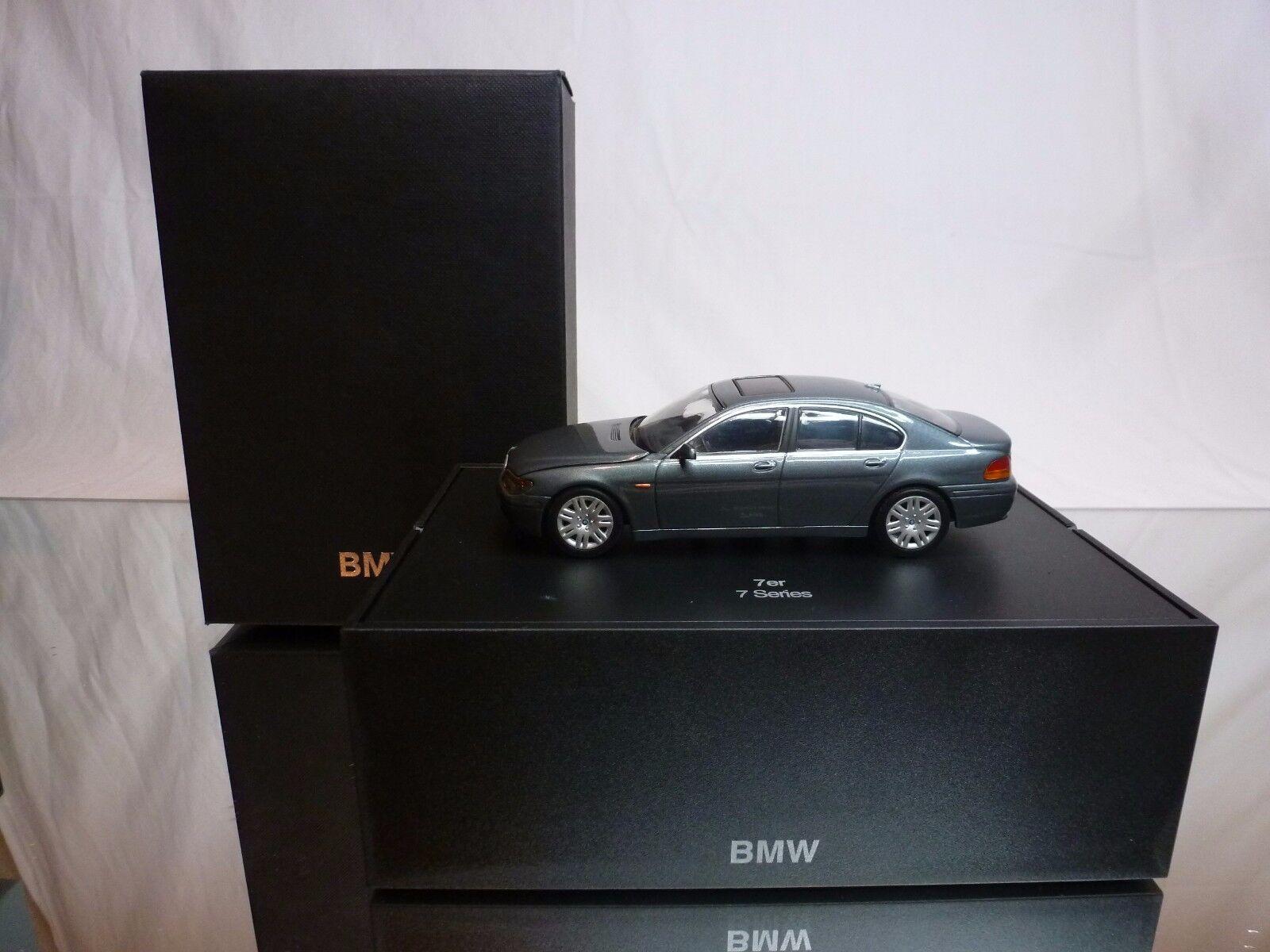 MINISTAMPS BMW 7 SERIER - GREE METALLISK 1 43 - GOD I DELER låda