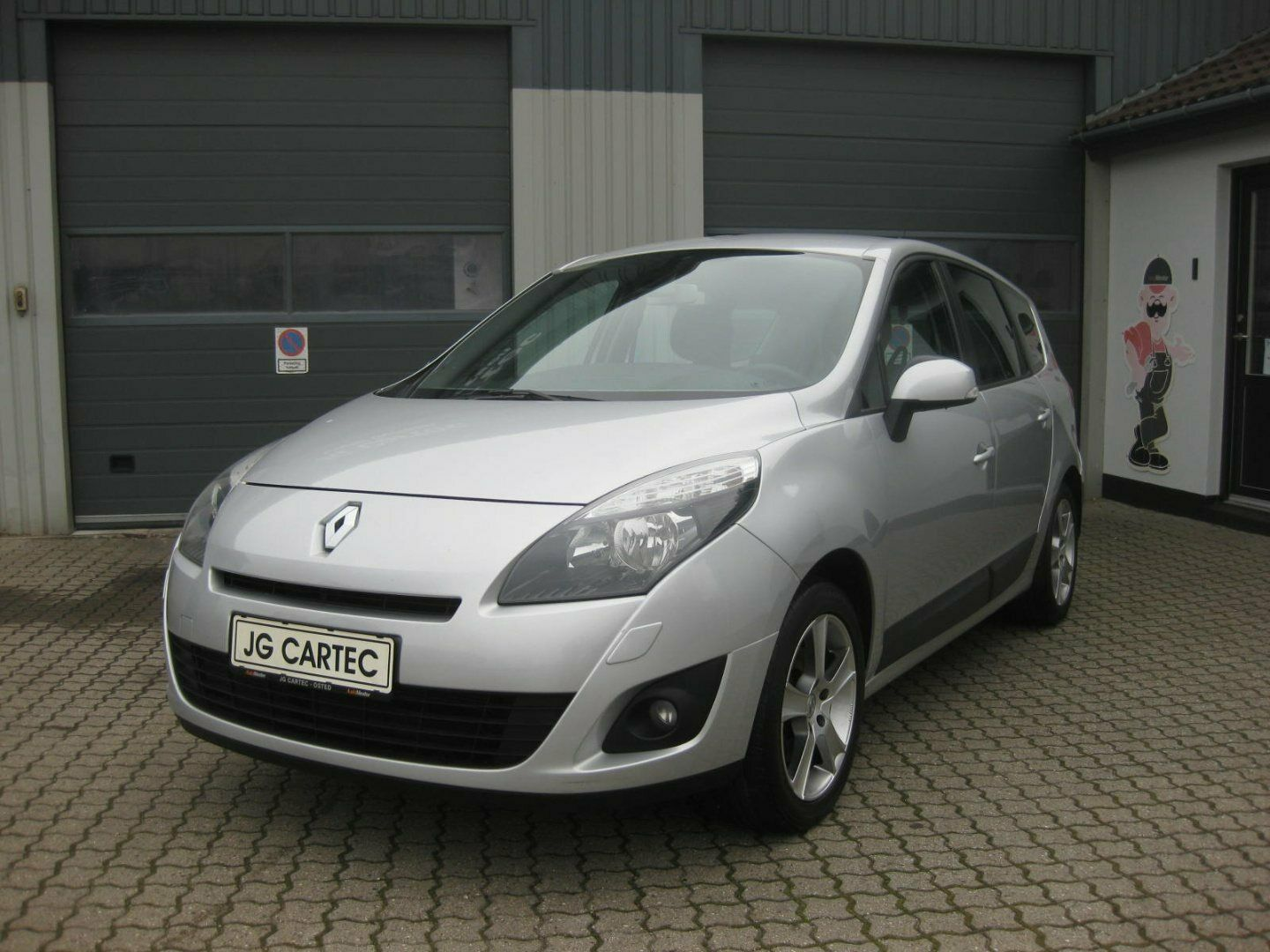 Renault Grand Scenic III 1,6 16V Expression 7prs 5d