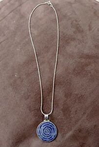 Beautiful-Silver-Swirl-Necklace-with-Silver-Chain