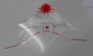 Coussin-mariage-pour-alliances-rouge-et-blanc