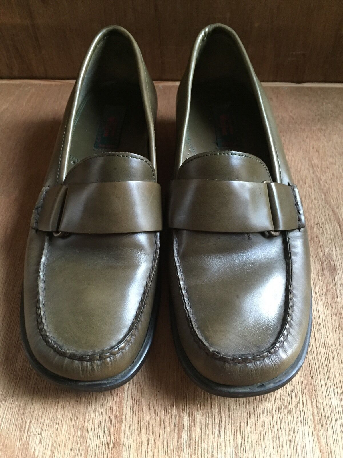 WEEJUNS GH BASS & CO Damenschuhe CECILIA Olive Green Slip on Loafers 8.5 M