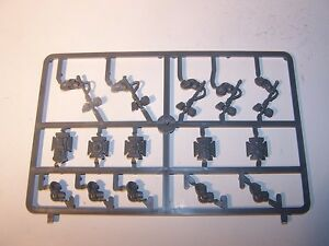 5-Space-Marine-Terminator-Thunder-Hammers-Storm-Shields-and-Arms-bits-auction